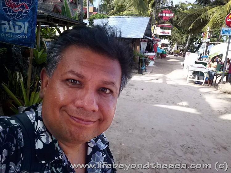 Enjoying the beach life at Alona - Panglao