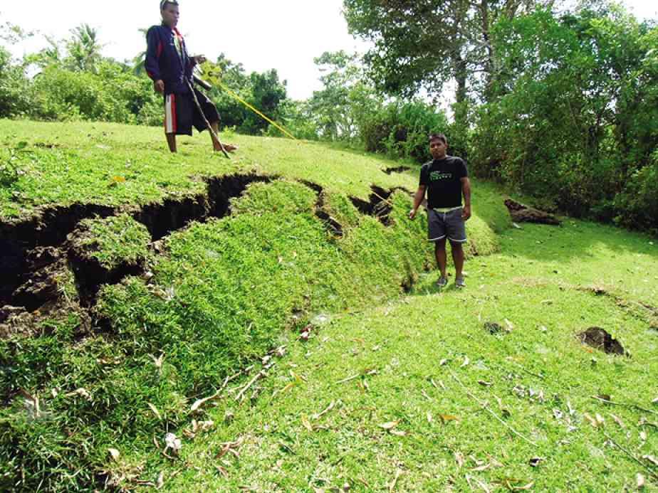 bohol island cracked from huge quake
